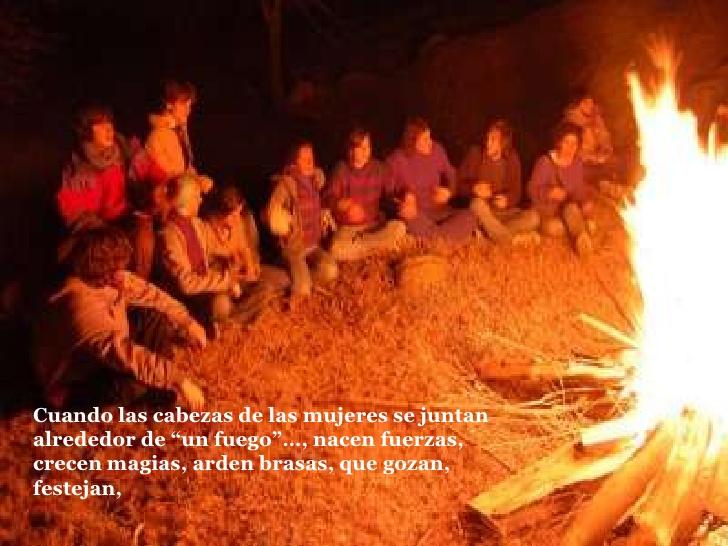 Cuando las cabezas de las mujeres se juntan alrededor del fuego
